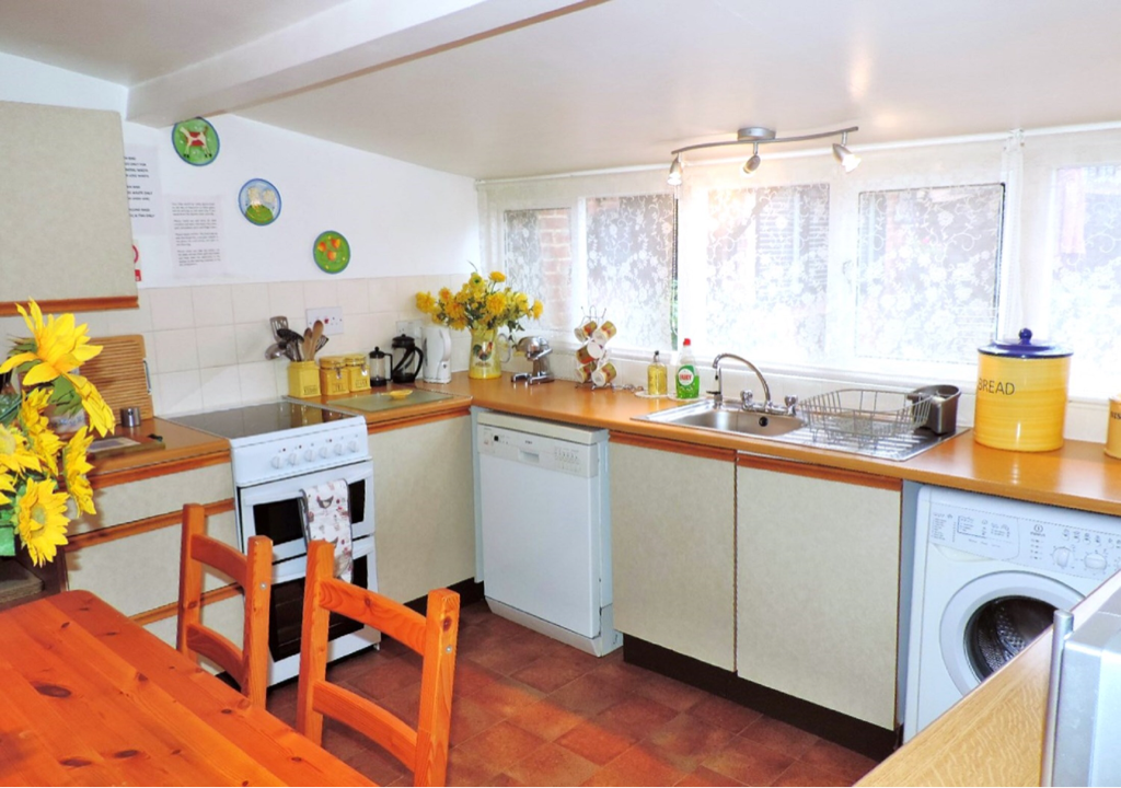 Self Catering Cottage Kitchen The Barn Old Amersham accommodation